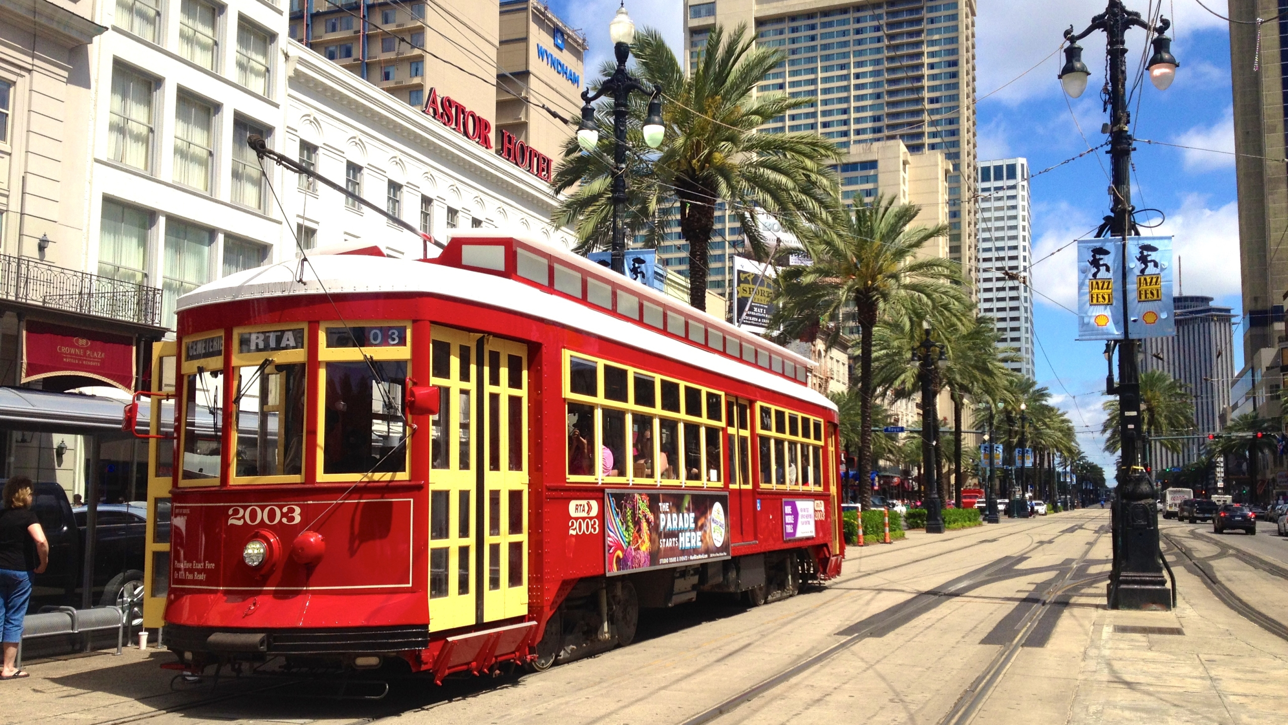 Canal_Streetcar_in_New_Orleans,_Louisiana,_USA_1515690173158.jpg