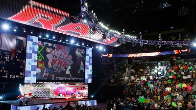 WWE-Monday-Night-Raw-set-jpg_20160914033603-159532