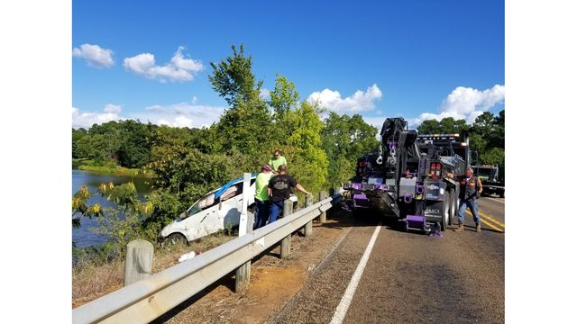 Driver runs into Lake Palestine after texting while driving; rescued by boaters_1533731717430.JPG.jpg