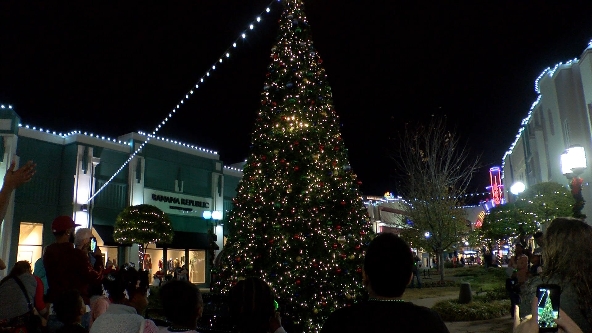 Christmas tree lighting welcomes holiday season to Bossier City
