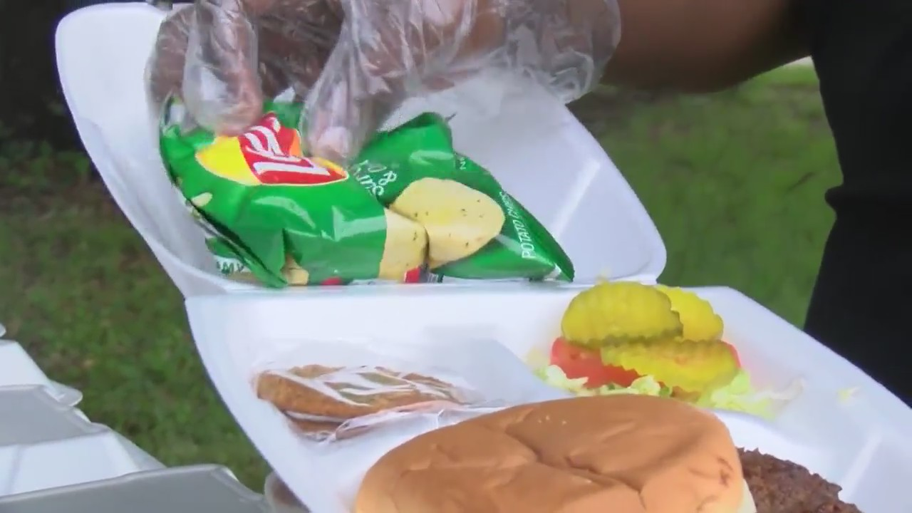 Lakeside mother offers home cooked meals for kids out of school during home quarantine